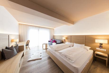 """Zimmer """"Alpin Superior"""" - Garni Hotel Clara Das B&B am Kronplatz"""