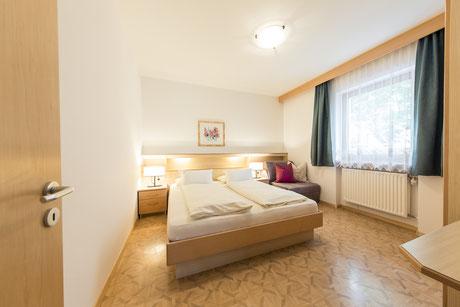 50m² Garten Appartement - Garni Hotel Clara Ihr B&B am Kronplatz