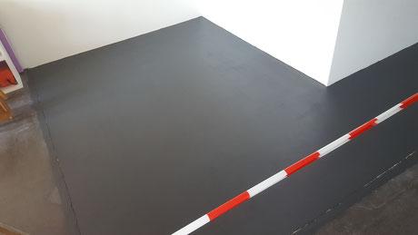 Eine schwarz eingefärbte Beschichtung wurde aufgebracht.