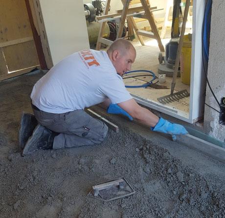 Einbau eines Decorboden der noch geschliffen und versiegelt wird.