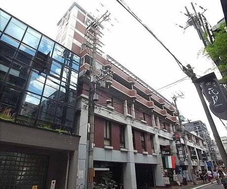 弁護士橋本竜彦所属,あかし総合法律事務所はエレベータで6階へ。エレベータ入口付近の建物外観です。地元京都の交通事故を専門とする弁護士による無料相談はあかし総合法律事務所へ。