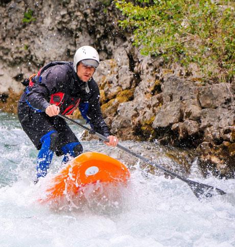 Stand up paddle dans le rapide de la dégoulinante. Castellane 04120 Gorges du Verdon