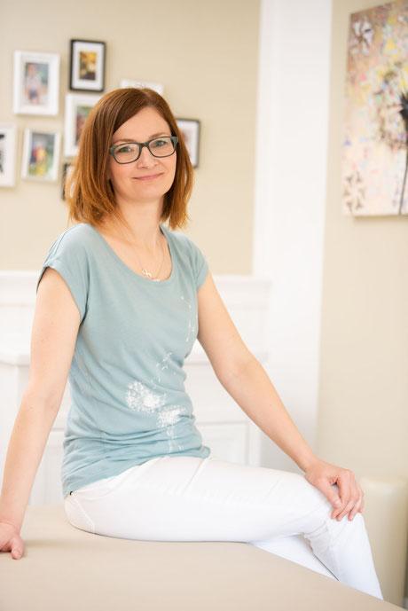 Petra Punz ist in ihrer Physiotherapie-Praxis in Weiz unter anderem auf Kopfschmerzen spezialisiert.