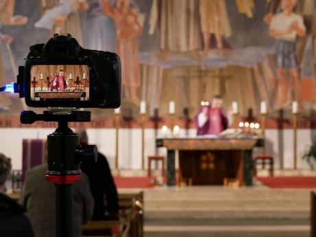 Danke an Andi und Raffael Hink für die perfekte Livestream Übertragungen aus der Kirche!