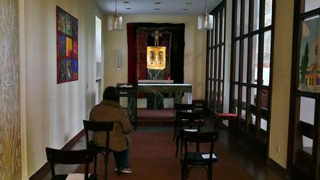 In Sandleiten bleibt wähernd des Lockdowns die Seitenkapelle von 8:00 - 18:00 zum persönlichen Gebet offen.