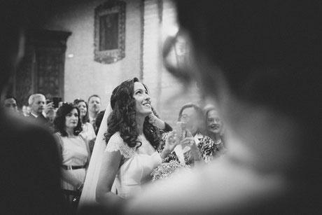 Fotografía de bodas en Tenerife, boda en Sevilla, entrada iglesia