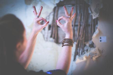 Hände mit Chin Mudra  / Yoga Retreats aus Sylt