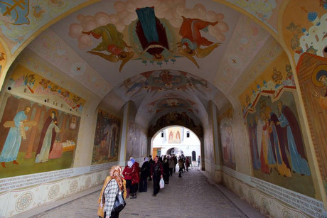 Вход в Свято-Троицкую Сергиеву Лавру