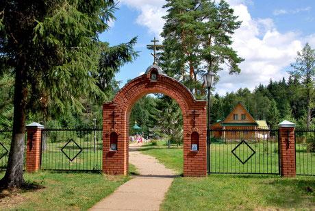Оковецкий святой источник находится рядом с местом явления Оковецкой (Ржевской) иконы Божией Матери.