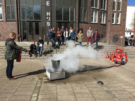 Feuerschutz Übung, Schulung mit Feuerlöscher, Brandschutz Schulung