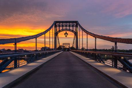 Frontalansicht der Kaiser-Wilhelm-Brücke in Wilhelmshaven