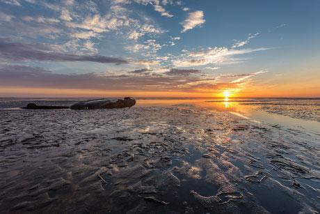 Sonnenaufgang am Schiffswrack vor Schillighörn II.