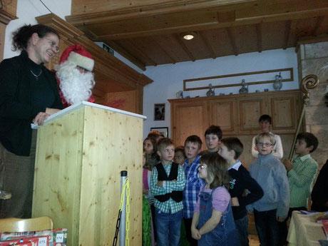 Traditionelle Weihnachtsfeier mit Nikolausbesuch in Paterzell am 7.12.2013