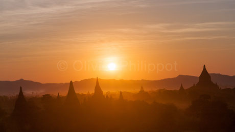 Coucher sur Bagan - Birmanie © Olivier Philippot Photo