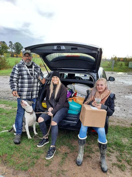 Faros Hundeschule: Ali, Staff Sky, Dana und Marianna
