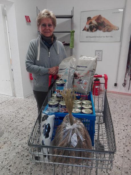 Frau R. kauft gerne für uns ein, Foto: Waller
