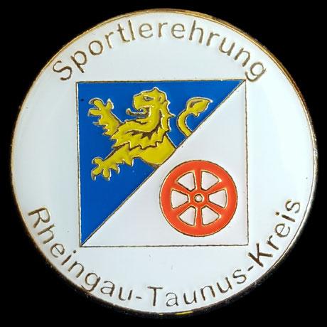 Der Rheingau-Taunus-Kreis verleiht die goldene Sport-Ehrennadel an Erol Alp