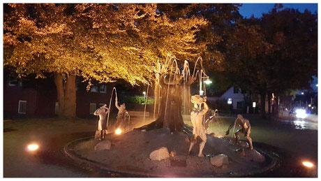 Schneverdingen Herbstabend  am Stadtbrunnen