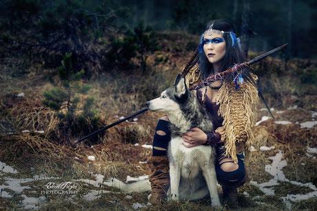 Die Kriegerin und ihr Gefährte. Made by: Elena Frizler Photogtaphy & Art