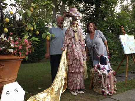 """Simona Salvetti e Giovanni Pilone (Gruppo Teatrale Lo Zodiaco) hanno realizzato l'installazione """"La Cocotte"""" (foto Gianpiero Actis)"""