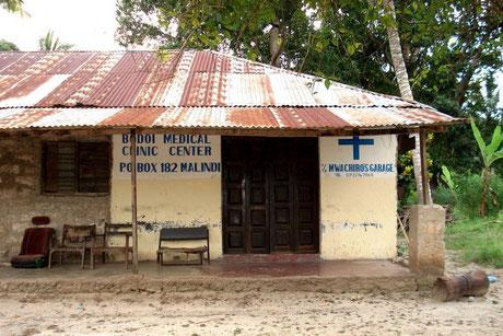 Heruntergekommenes medizinisches Zentrum in Kenia
