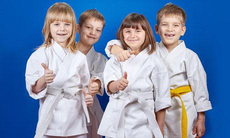 Selbstbewusste Kids die sich freuen