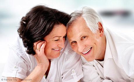Mit Zahnbrücken können einzelne oder mehrere Zähne festsitzend ersetzt werden.