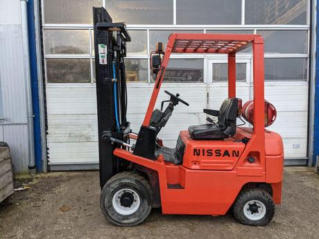 Nissan 1,8 Tonnen Gas/Benzin Stapler mit Triplex-Mast