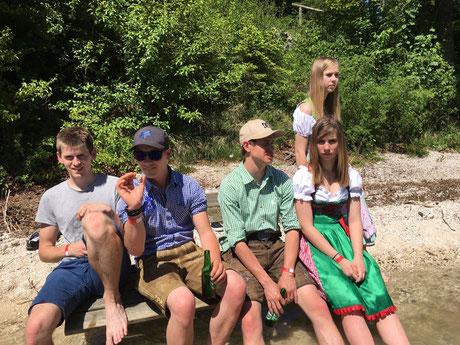 ...andere wiederum betrachteten das Spektakel lieber aus der ferne und nutzten die Zeit um am See zu genießen.