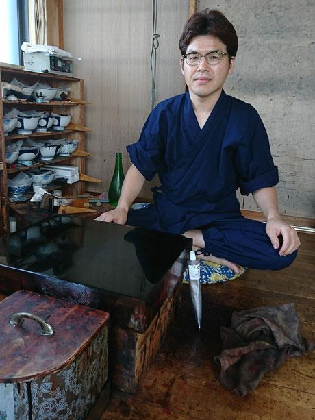 漆職人の武藤久由さん。いろいろなことをサラリと話してくださる