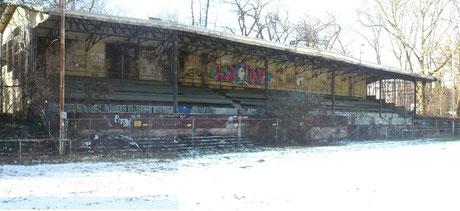 Alte VfL Köln 1899 Tribüne im Winter 2015