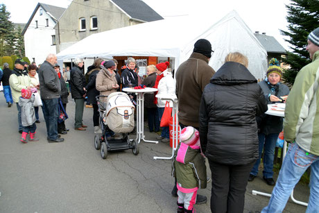 Bild: Wünschendorf Erzgebirge Einkaufsshop Hänsel Wiehnachtsmarkt