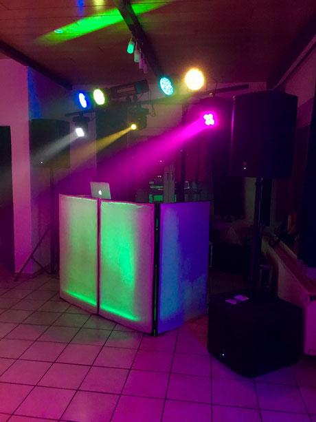 DJ Anlage mit viel Licht