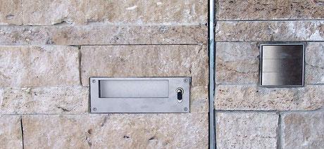 © Bildmaterial Trenntor, Einfahrtstor, Eingangstor, Garten und Pergola auf den Steinsäulen: Alexander Koch, www.koch-koch.de