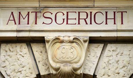 Eine Rechtsschutzversicherung soll beim Amtsgericht vor finanziellen Einbußen bewahren