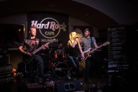 Mila Masu Bandfoto im HardRockCafé München / HardRockRising