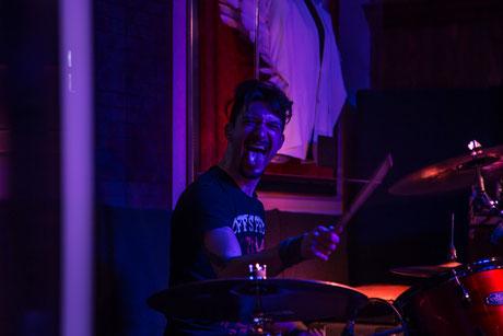 Till am Schlagzeug im HardRockCafé München