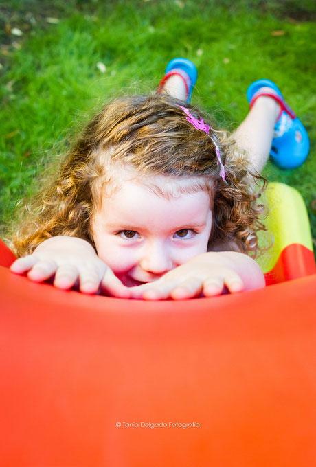 niños, fotografia de niños, extariores, parque, tobogán, madrid