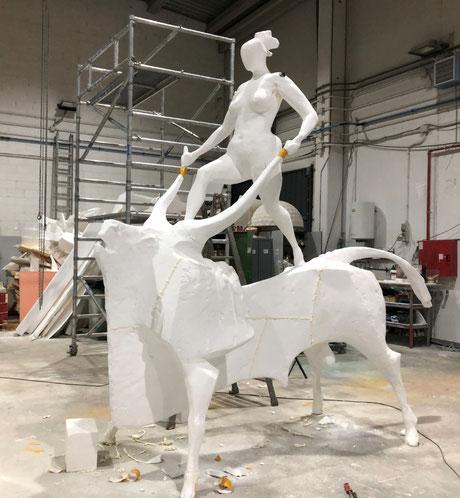 Mujer y Toro, ampliación del original de José Carrilero, para fundir en bronce