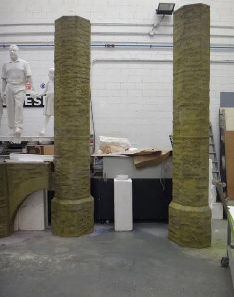 ficiticio de Pilares de ladrillo - cemento, para obra de teatro