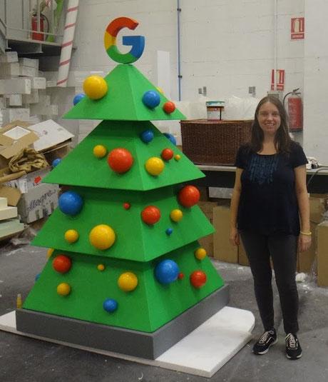 Logoescultura: Árbol de Navidad para oficinas de Google