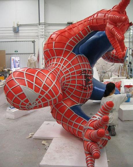 Spiderman Gigante, climbing spidermann 8 metros