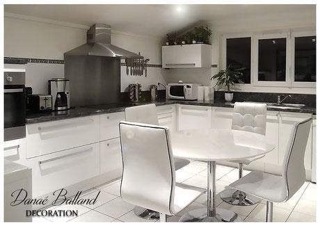 Décoration aménagement cuisine moderne tendance blanche
