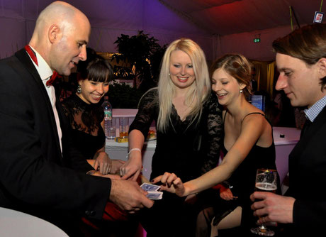 Uni Gala Klagenfurt Close up mit Magic Klaus