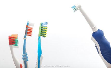 Sind elektrische Zahnbürsten besser als Hand-Zahnbürsten? Was sagt der Zahnarzt dazu?