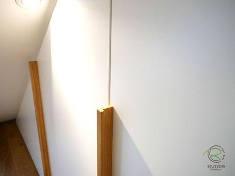 Massivholz- Eichengriffleiste für Kleiderschrank unter Dachschräge, passgenauer Dachschrägenschrank Schreinerei Holzdesign Ralf Rapp Geisingen