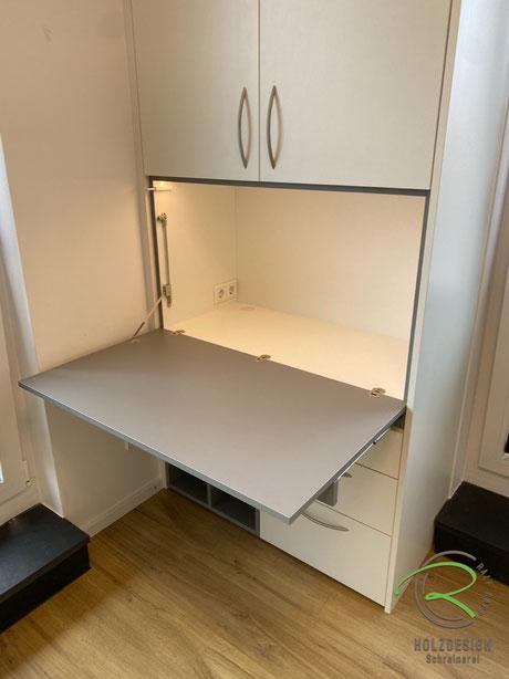 aufklappbare Schreibtischplatte mit Softdämpfung im Schreibtischschrank mit integrierter LED-Beleuchtung, Kinderzimmer-Einrichtung für kleines Kinderzimmer von Schreinerei Holzdesign Ralf Rapp,