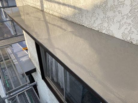 狭山市外壁塗装 所沢外壁塗装 霧除けを塗りました。塗り替え 屋根 板金 塗料