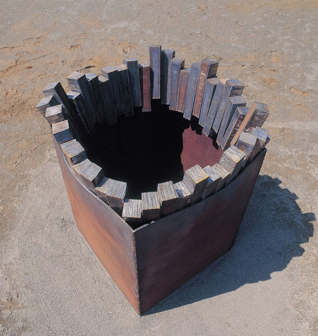 Circle  in the square  <Circle - No.22>  1997 / mild steel (軟鋼) / H.130x100x100 (φ100) cm