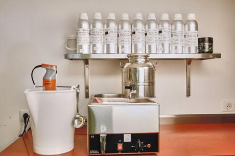 Présentation du laboratoire de Savoy'ânes où sont fabriqués les savons naturels au lait d'ânesse